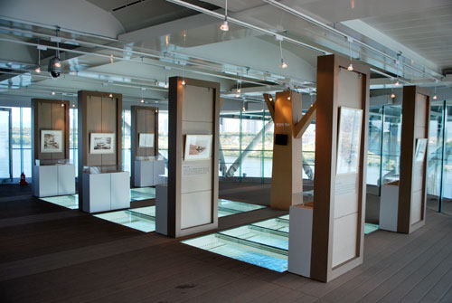 An art gallery at Gwangnaru bridge, a room with glass sides, and pictures throughout.