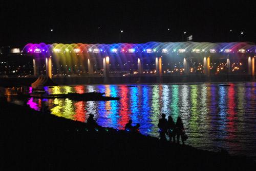 Rainbow light show at the Banpo bridge.