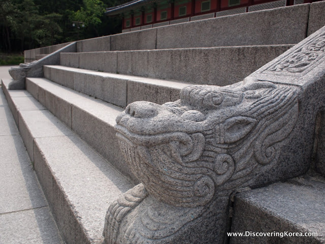 Close up of a lion motif carved into the stone steps leading up to Gyeonghuigung summer palace.
